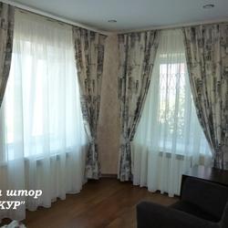 Современные шторы на угловое окно