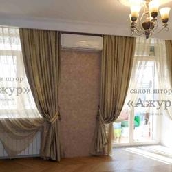 Классические шторы с подхватами