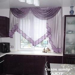 Красивые шторы на кухню в баклажановом цвете