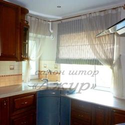 Шторы на угловое окно на кухне