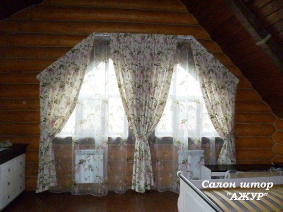 Шторы на скошенное окно с подхватами
