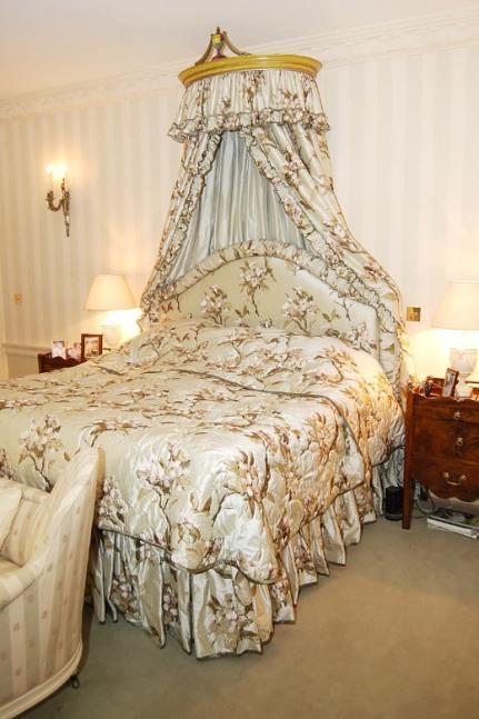 балдахин над кроватью