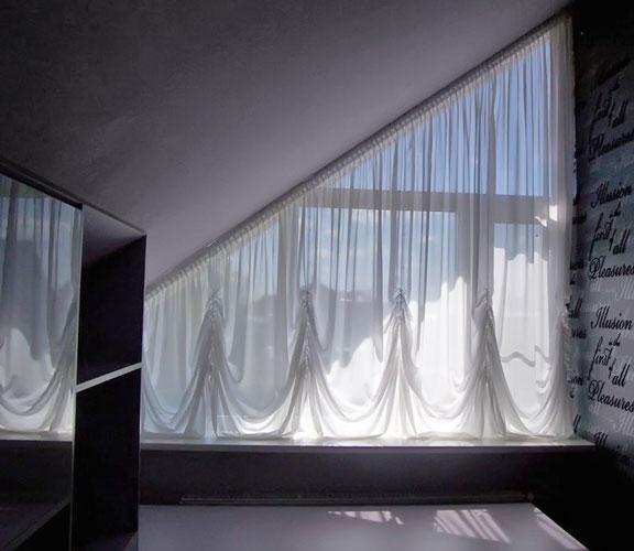 Австрийская штора на треугольное окно